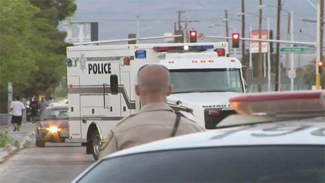 auto theft suspect escapes police custody prompts standoff fox5 vegas kvvu. Black Bedroom Furniture Sets. Home Design Ideas