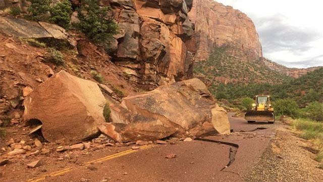 A large boulder blocks a main park road at Zion National Park in Utah on Aug. 10, 2016. (Source: Nicole Cressman/Twitter)