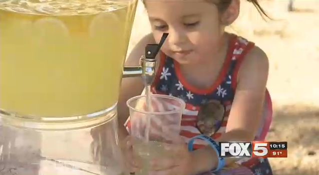 Theresa Babcock at her lemonade stand. (SOURCE: FOX5 Vegas)