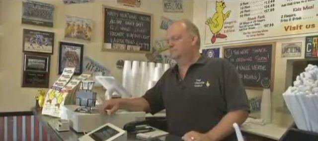 Chicken Shack owner Jonathan Vitt pictured here working on Labor Day. (Kathleen Jacob/FOX5)