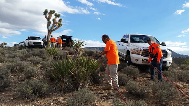 Search and rescue personnel assist Mohave County Sheriff's deputies in recovering the body of an ATV rider on Sept. 30, 2016. (Source: Mohave County Sheriff's Office)