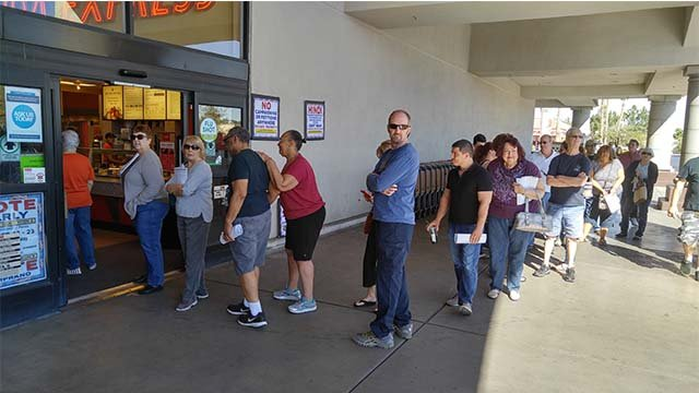 Early voting lines at a Henderson area grocery store on Oct. 22, 2016. (Sergio Rodriguez/FOX5)