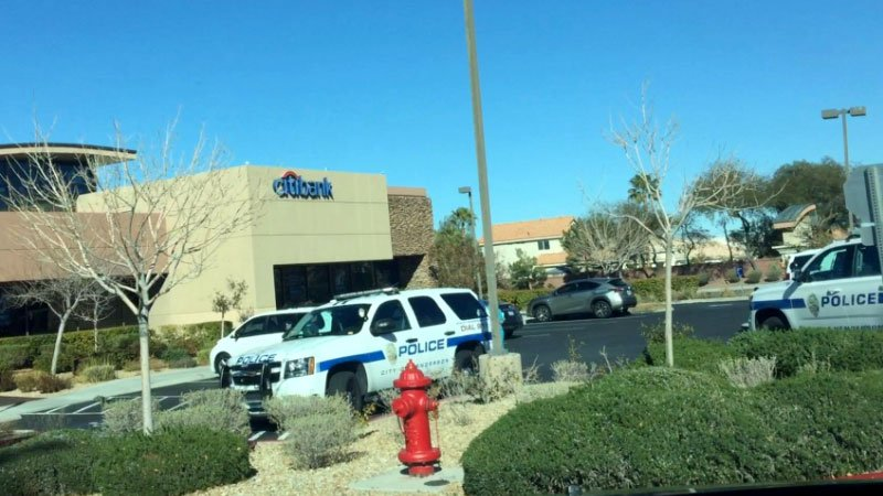 Henderson police investigate a bank robbery near Eastern Avenue and St. Rose Parkway on Jan. 17, 2017. (Katie Darwiche/Facebook)