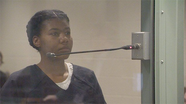 Lakeisha Holloway appears in Clark County District Court on Feb. 17, 2017, where she pleaded not guilty to charges in 2015 Las Vegas Strip crash. (FOX5)