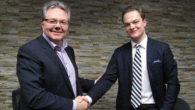 Vegas Golden Knights assistant general manager Kelly McCrimmon, left, with the team's first ever player signee, Reid Duke. (Source: Vegas Golden Knights)