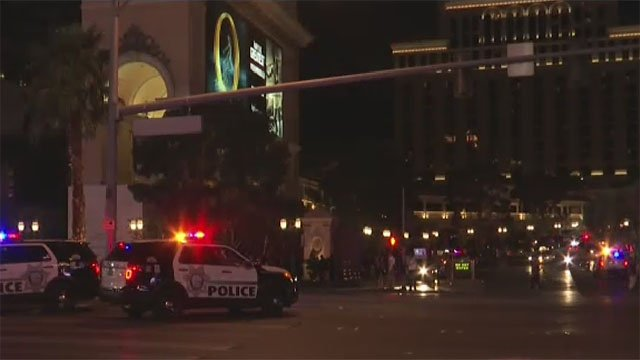 Police at the scene of a retail store burglary at the Bellago on March 25, 2017. (Cherney Amhara/FOX5)