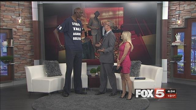 George Bell, once the tallest man in the U.S., now calls Las Vegas home. (FOX5)