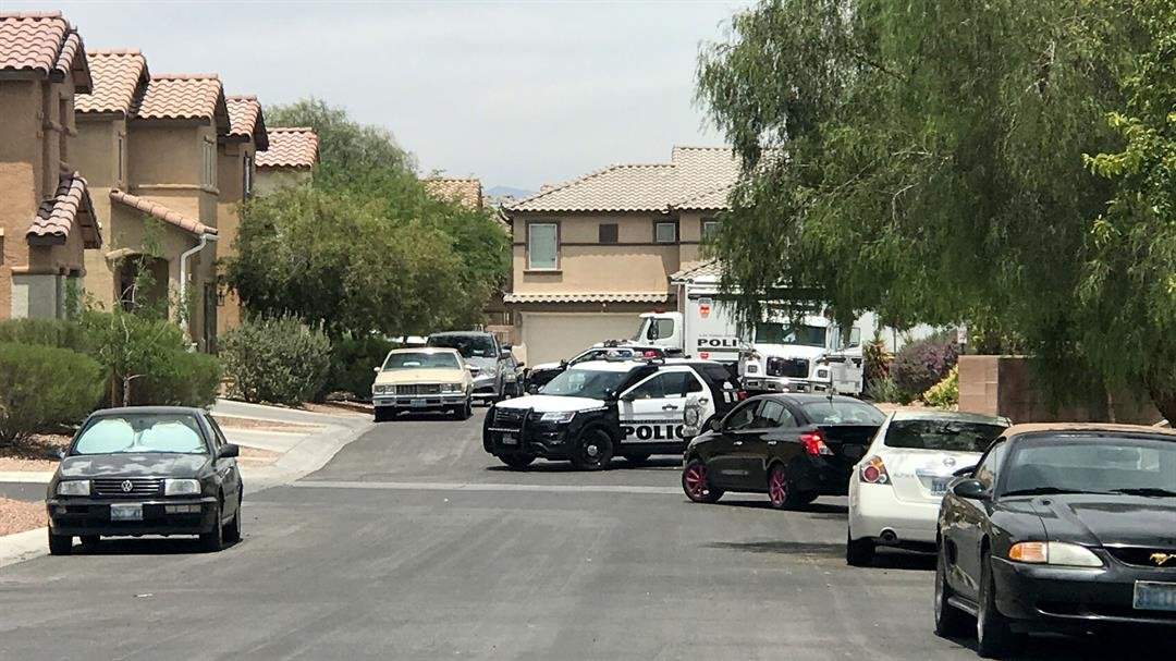 A heavy police presence was reported in a southwest Las Vegas neighborhood on May 31, 2017. (Gai Phanalasy/FOX5)