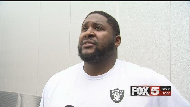 Marshall Newhouse brings experience to the Raiders' offensive line. (FOX5)