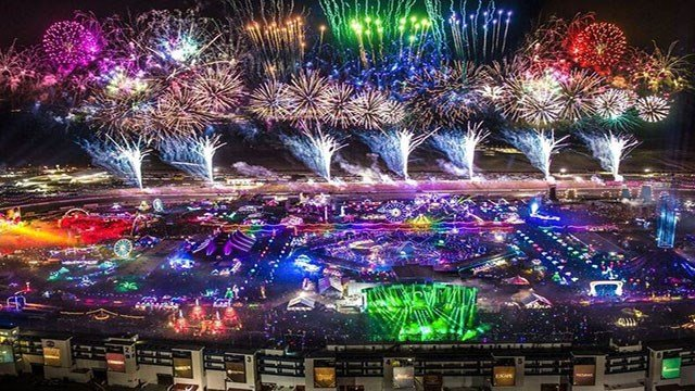 The Electric Daisy Carnival grounds were decorated with lit amusements and stages in the infield of the Las Vegas Motor Speedway on June 16, 2017. (Source: aLive Coverage for Insomniac)