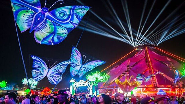 The Electric Daisy Carnival grounds were decorated with lit amusements and stages in the infield of the Las Vegas Motor Speedway on June 17, 2017. (Source: aLive Coverage for Insomniac)