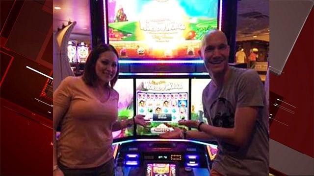 Nicholas Blaskowski and Nicole Perry won nearly $1 million at Harrah's. (Caesars Entertainment)