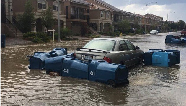 Heavy rains cause street flooding in Las Vegas Valley (Photo: Kim Lum)
