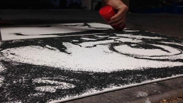 Las Vegas artist Keith Waggoner making gunpowder art on July 21, 2017. (Armando Navarro/FOX5)