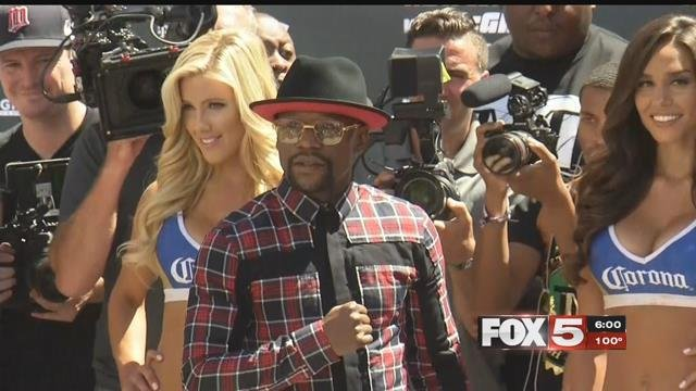 Fans flocked to Toshiba Plaza to get a glimpse of Conor McGregor or Floyd Mayweather. (FOX5)