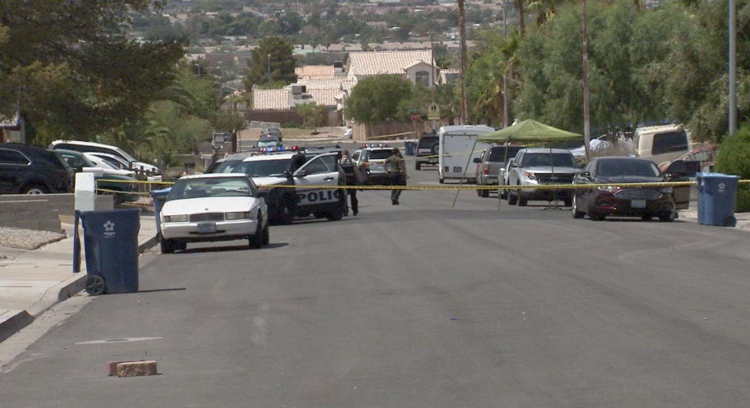 Police investigate a shooting in northeast Las Vegas on Aug. 31, 2017. (Armando Navarro/FOX5)