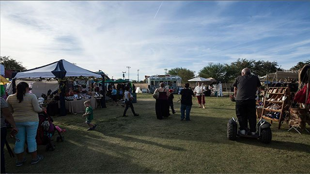 Attendees begin arriving at the Age of Chivalry festival  in fall of 2016 (Clark County Parks and Recreation).