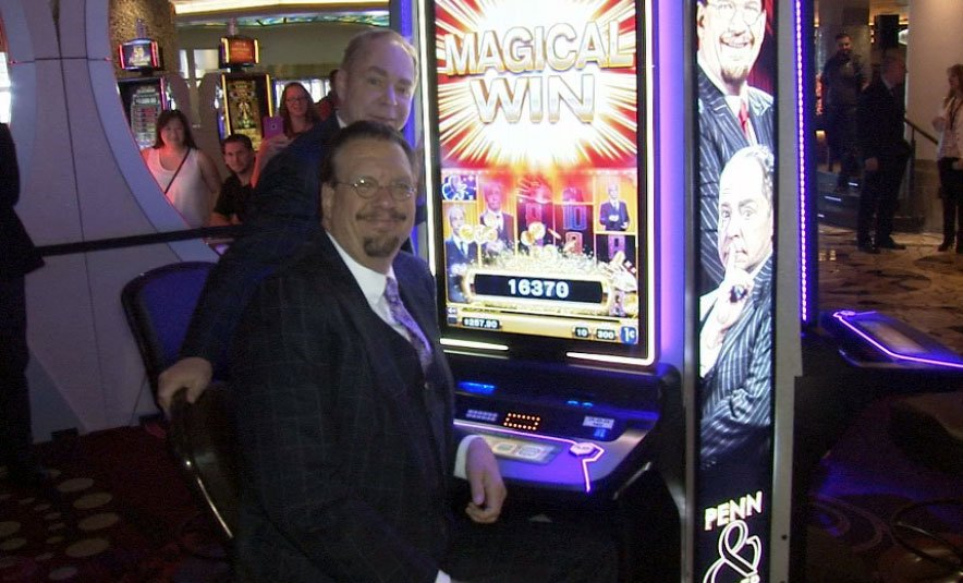 Penn and Teller unveiled a new slot machine on Sept. 19, 2017.(Armando Navarro/FOX5)