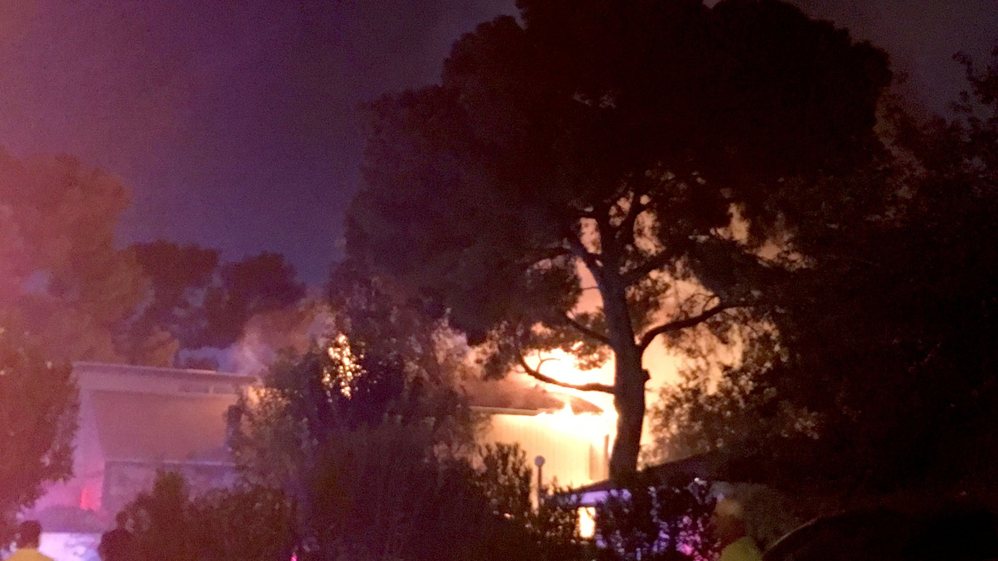 Crews are battling a fire at a townhome near Flamingo Road and the 515 on Oct. 6, 2017. (Sam Argier/FOX5)