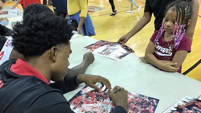 UNLV basketball tipped off its season with a showcase for fans. (Vince Sapienza / FOX5)