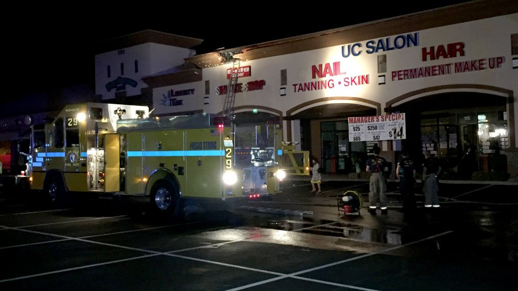 A fire damaged a strip mall on Oct. 24, 2017. (Luis Marquez/FOX5)