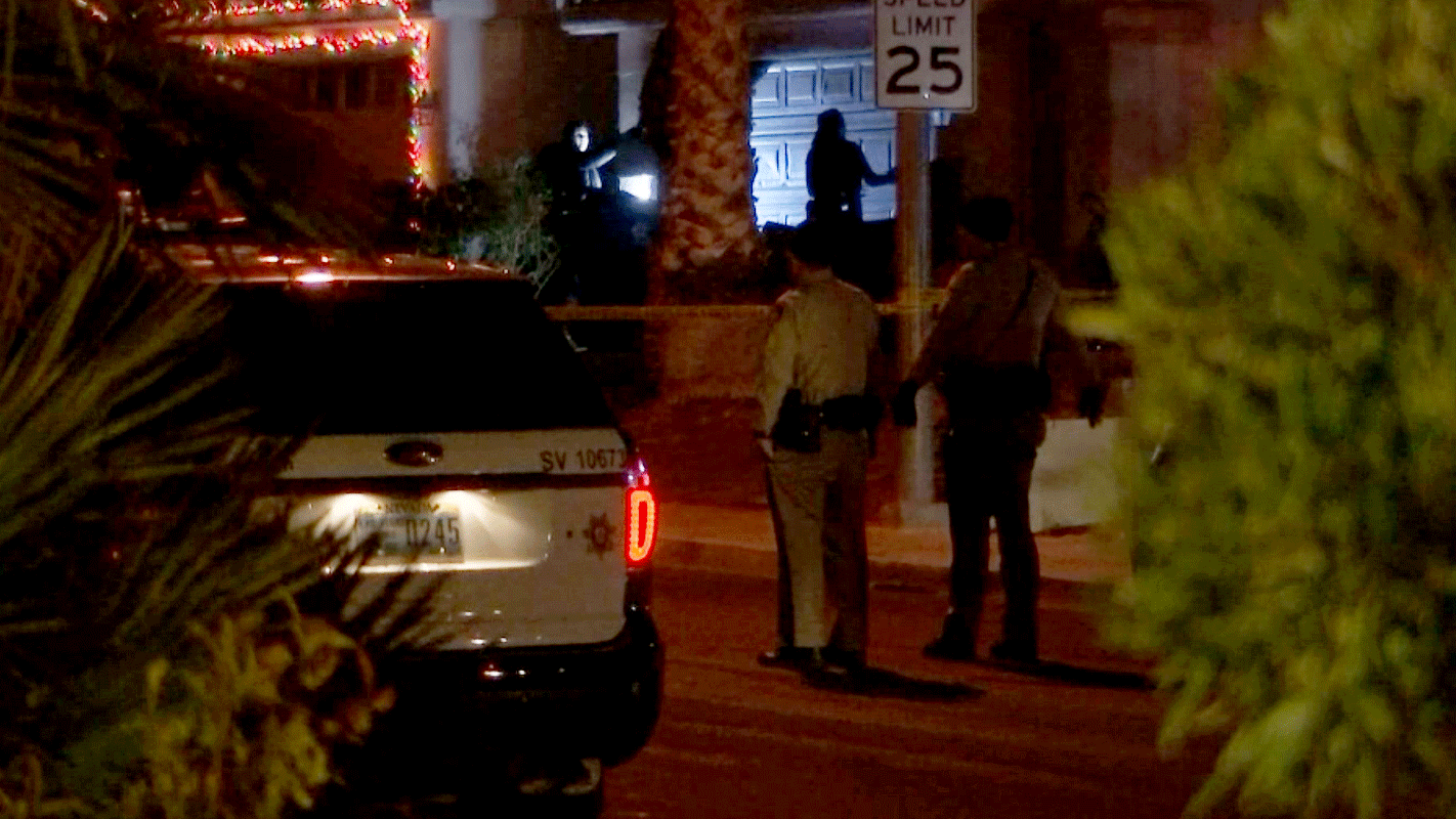 Officers investigate the scene of a deadly shooting. (Gai Phanalasy/FOX5)