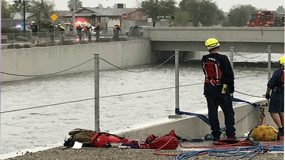 Crews attempt to rescue two people from a wash on Jan. 9, 2018. (Brad Boyer/FOX5)