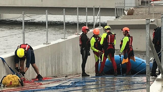 Crews prepare a raft to rescue two people trapped in a wash on Jan. 9, 2018. (Brad Boyer/FOX5)
