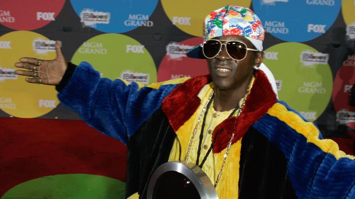 Flavor Flav arrives for the Billboard Music Awards in Las Vegas, Monday, Dec. 4, 2006. (AP Photo/Chris Carlson)