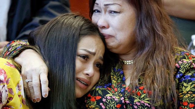 Noema Gonzalez, right, embraces Dysabel Munguia during a news conference to announce the addition of fugitive Jesus Munguia to the FBI's Top 10 most wanted list, Monday, Nov. 13, 2017, in Las Vegas (AP Photo / John Locher).