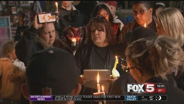 Bonded together throughtragedy, survivors of the Route 91 Harvest Festival shooting saidthey are now a family. (Kurt Rempe / FOX5)