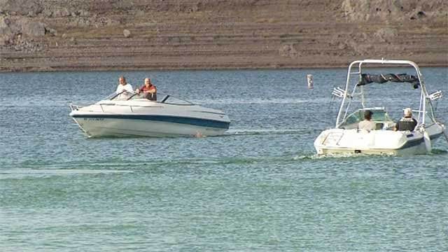 Visitors enjoy Lake Mead on boats (FOX5).