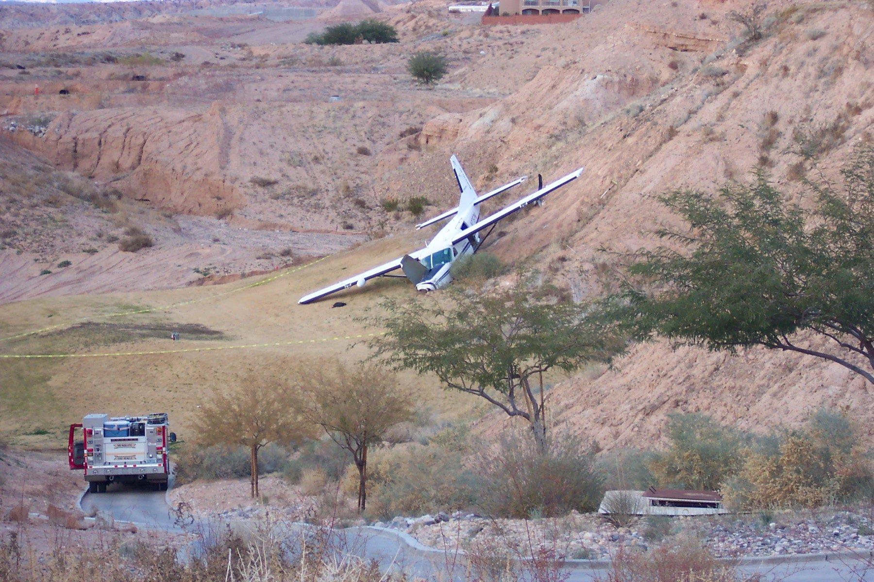 Small Airplane Crashes In Mesquite Fox5 Vegas Kvvu