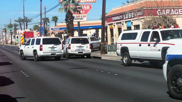 Police responded to a shooting on Sunset Rd. in Henderson. March 30, 2018 (Les Krifaton / FOX5).