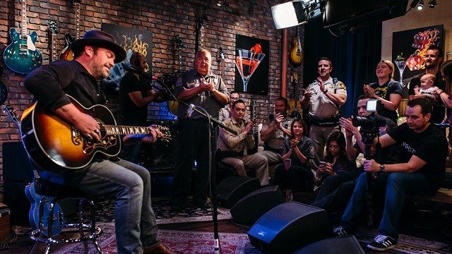 Country music star Lee Brice teamed up with the FOX5 Surprise Squad for a special performance for 1 October survivors. (FOX5)