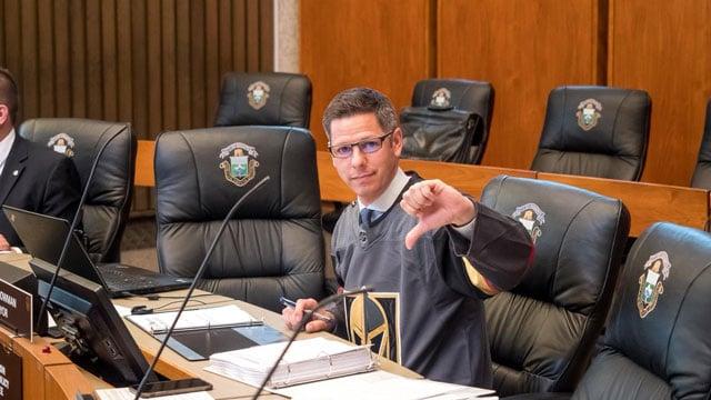 The mayor of Winnipeg honored his bet with Mayor Carolyn Goodman. (Mayor_Bowman/Twitter)