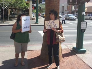 Supporters of Onion turn out in front of the Regional Justice Center Friday. (Dave Lawrence/FOX5)
