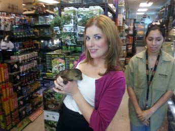 Elizabeth Watts with a kinkajou. (Elizabeth Watts/FOX5)