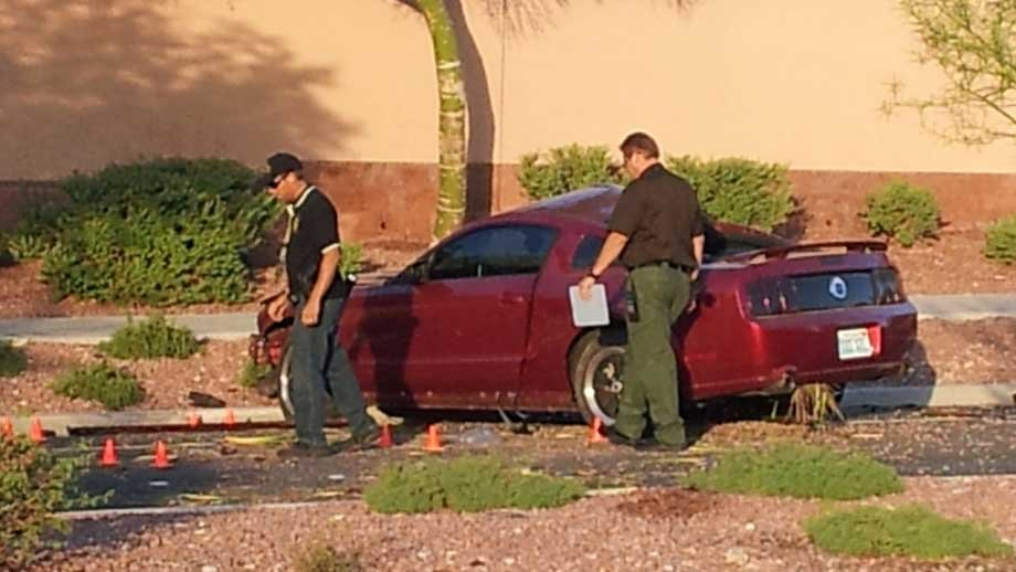 Investigators canvas a scene after a deadly accident early Thursday. (Armando Navarro/FOX5)