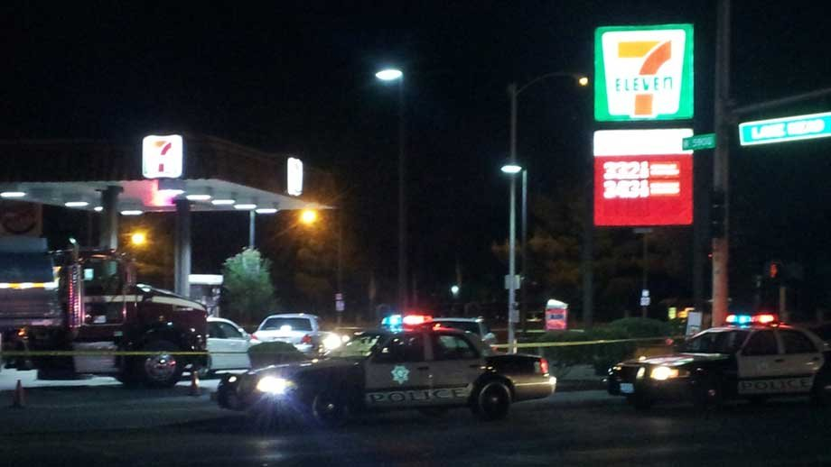 A police officer had pulled into the 7-Eleven when he was told a robbery was in progress. (Armando Navarro/FOX5)