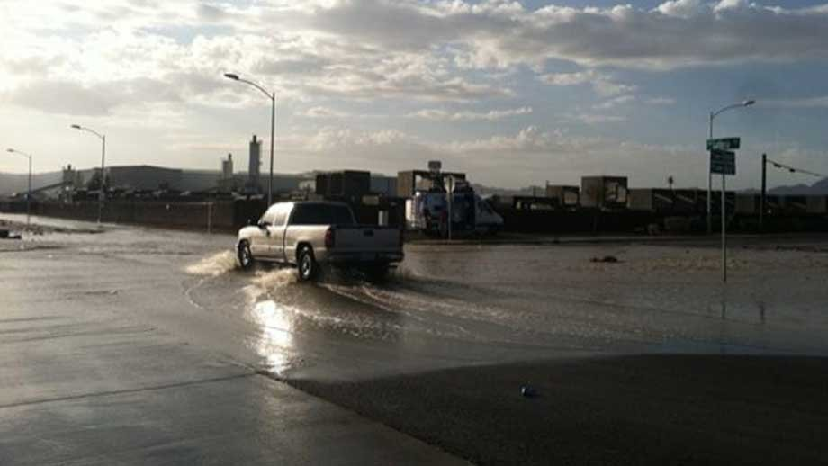 Drivers in Henderson dealt with standing water early Monday. (Stefanie Jay/FOX5)