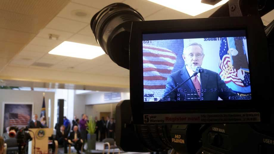Sen. Harry Reid delivered remarks for the dedication of the Veterans Affairs medical center. (Armando Navarro/FOX5)