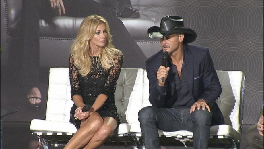 Faith Hill and Tim McGraw talk about the upcoming &quot;Soul 2 Soul&quot; show at the Venetian Theater. (Jason Feinberg/FOX5)