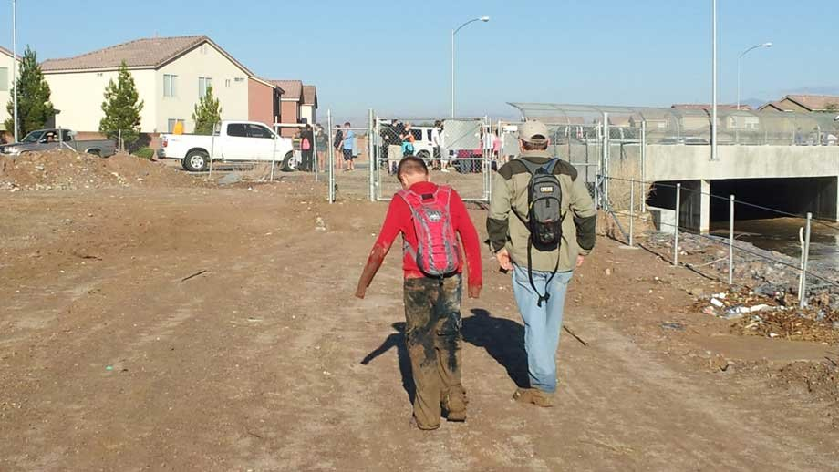 Volunteers got a break in the weather to return to the Pittman Wash. (Armando Navarro/FOX5)