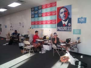 Obama campaign volunteers work the phones. (Elizabeth Watts/FOX5)