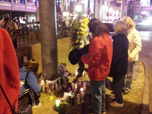 A memorial on the Las Vegas Strip. (Arron Healy/FOX5)