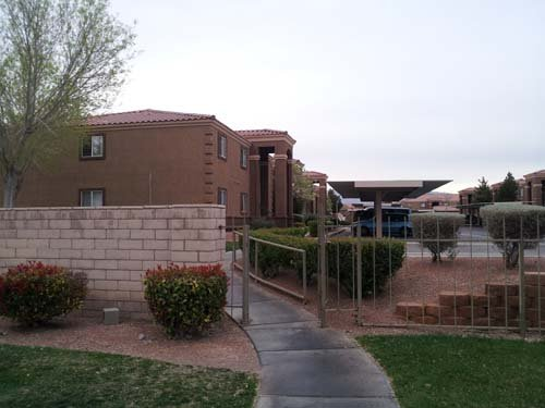 The apartment complex where the alleged abuse took place. (Elizabeth Watts/FOX5)