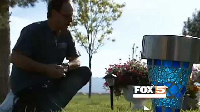 Joe Manzullo looks over the lights and flowers he replaced at his wife's grave. (April 30, 2013/FOX5)