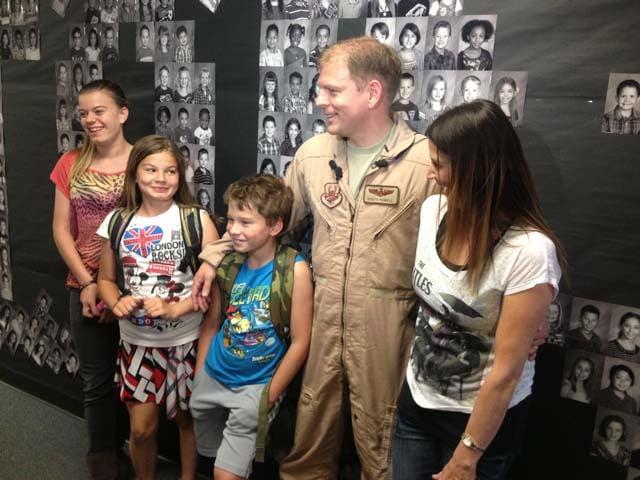 Maj. Powell and his family. (Lindsay Curtis/FOX5)