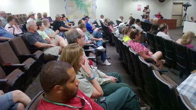 Trout Canyon residents gather for an informational meeting on Friday evening. (Jon Castagnino/FOX5)